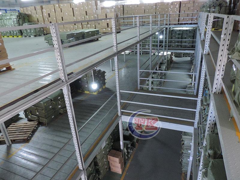 三层阁楼平台